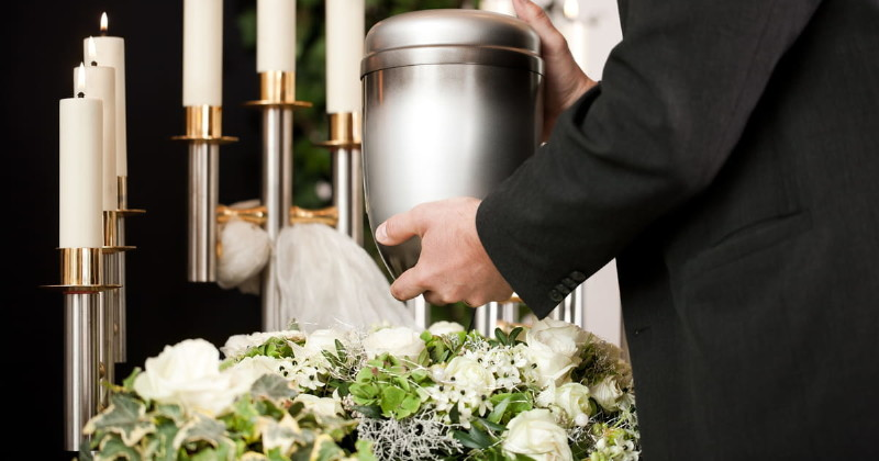Can Things Be Placed In a Casket? | The Gardens