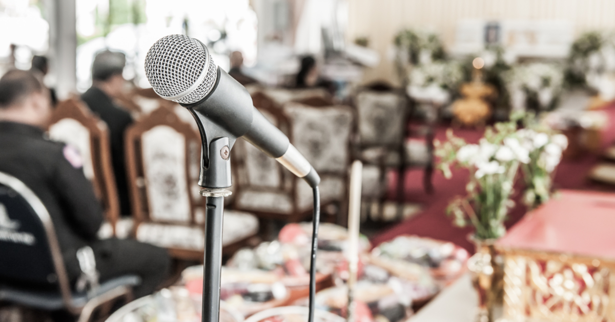 How to Choose a Funeral Speaker